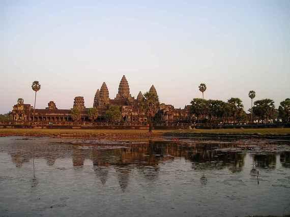 东亚银行(00023.HK)出售柬埔寨金融公司21%股份