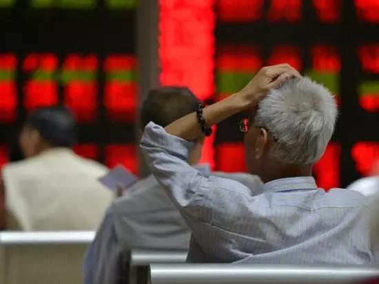 美三大股指创3月末以来最大单周跌幅 后市面临风险?
