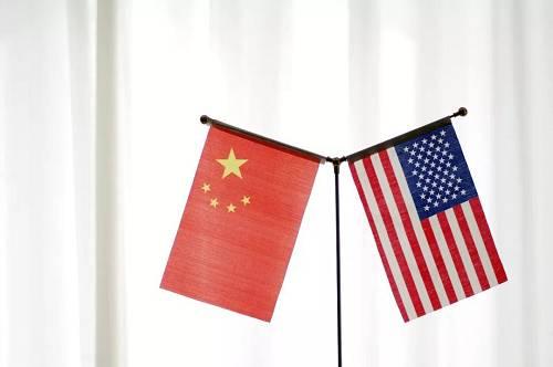 唐纳德特朗普总统客岁提议了一场商业战,对大批中国入口商品征收关税。北京以相似的抨击性关税作为回应。固然旨在办理南中国海争真个会商似乎正在朝着踊跃的偏向成长,但美国当局也在其他方面采用了行动。谍报机构订定合同员对复兴通信和华为等中国科技公司表现担心。阐发人士正告说,中国的装备和收集可以或者被中国当局用于特工运动。