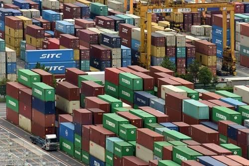 资料图片:日本东京港的集装箱码头
