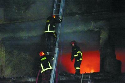 孟加拉国首都化学品仓库起火已致56人死亡
