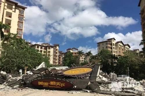 美亚・榕天下小区已被拆除的建筑物(每经记者 黄一心 摄)