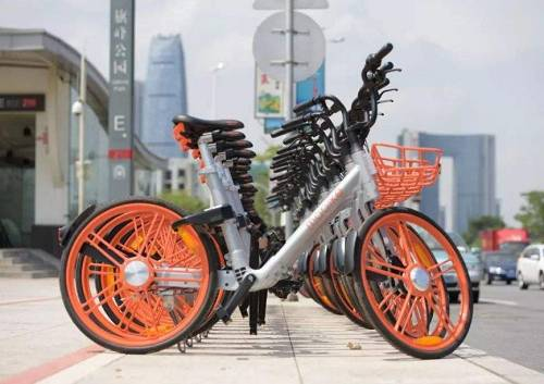 据美国科技媒体TechCrunch近日的报道,摩拜单车正在关?#36134;?#26377;的国际业务:近期,摩拜裁掉?#25628;?#22826;市场运营团队。该团队在新加坡、马来西亚、泰国、印度和澳大利亚有超过15名全职员工,以及多?#39029;?#21253;商和第三方员工。