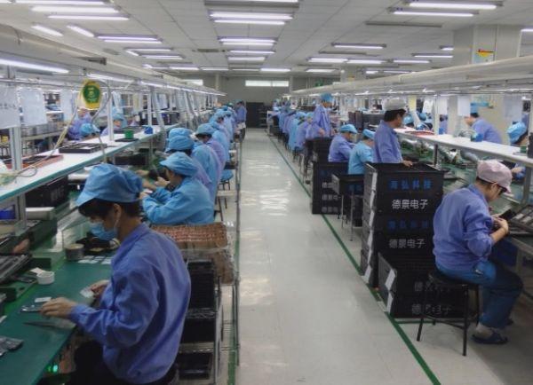 广东惠州一家电子产品工厂的生产车间。《日本经济新闻》网站