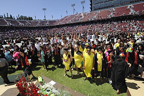 斯坦福大学毕业庆典。新华社发(陈钢摄)