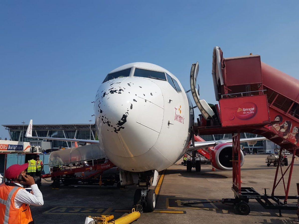 """香料航空客机遭遇冰雹天气 机鼻变""""马蜂窝"""""""