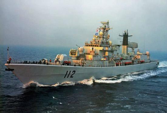 """图片:当年的""""哈尔滨""""舰是中国,海军的颜值担当,现在。却是廉颇老矣。"""