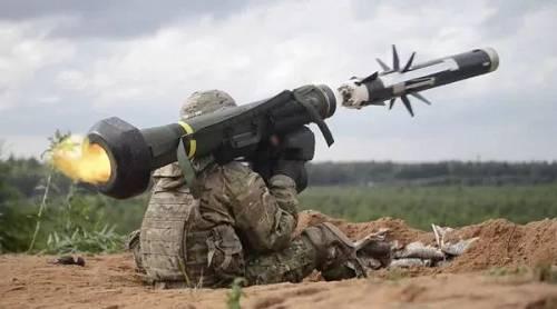 """美国于2018年4月向乌克兰交付210枚""""标枪""""反坦克导弹。"""