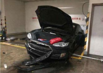 闭路电视画面表现,12日停放在香港新蒲岗地区的一辆特斯拉电行车骤然首火。(香港《苹果日报》网站)