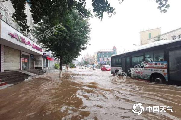 安徽遭特大暴雨袭击 今天黄山等局地仍将有大暴雨