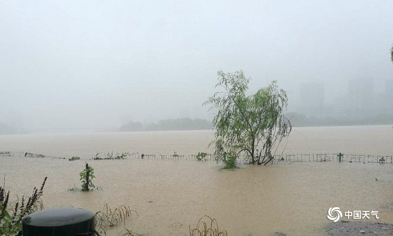 江西遭遇入汛以来最强降雨 水漫乡镇山体滑坡