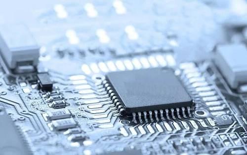 报道称,DRAM芯片负责数据的临时记忆,左右着智能手机、服务器等电子设备的性能。其市场规模达到10万亿日元(10万日元约合6383元人民币)。由于对技术要求比较高,目前光是韩国三星电子、韩国SK海力士、美国美光科技3家企业就占据全球95%以上的份额。中国企业此前虽然能够生产供家电等使用的廉价普通芯片,却不能生产DRAM芯片等高端半导体。