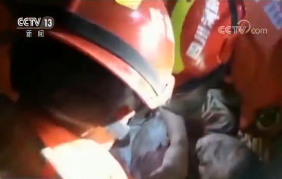 四川长宁6.0级地震 争分夺秒 紧急搜救被困人员