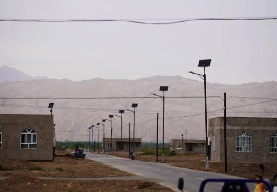 天安财险赴新疆阿图什市克青孜村开展扶贫公益活动