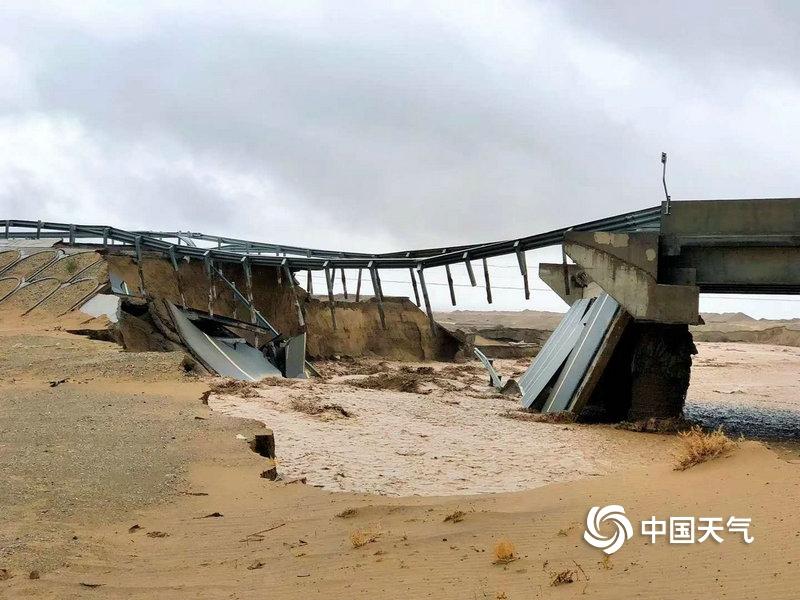 甘肃敦煌瓜州出现罕见暴雨 冲毁桥梁房屋