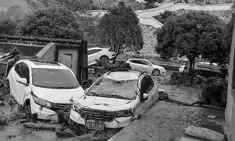 武警官兵驰援汶川山洪泥石流救援