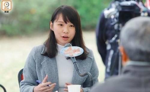 周庭也是出生于1996年,2014年9月进入香港浸会大学社会科学院读大一。
