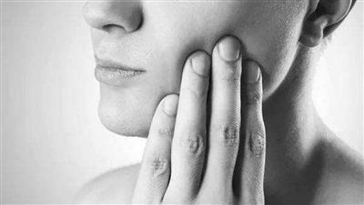 商報訊( )前兩天40多歲的劉先生因牙痛前去醫院就診沒想到血壓噌噌往上升蛀牙拔不了還嚇得夠嗆.