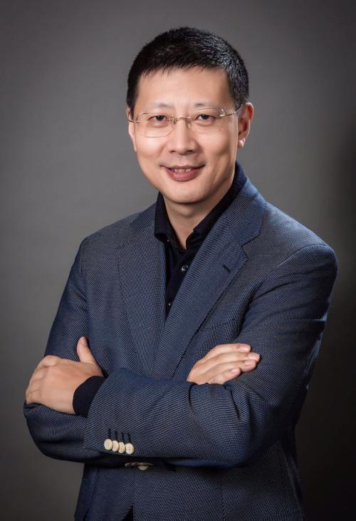 """""""他是中国风险投资界最成功的投资人,没有之一。"""" 腾讯创始人马化腾曾在一个公开活动上说。媒体则直接评论说他买下了中国半个互联网。"""