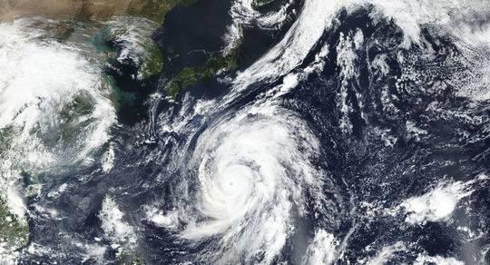 东京面临60年来最强台风袭击