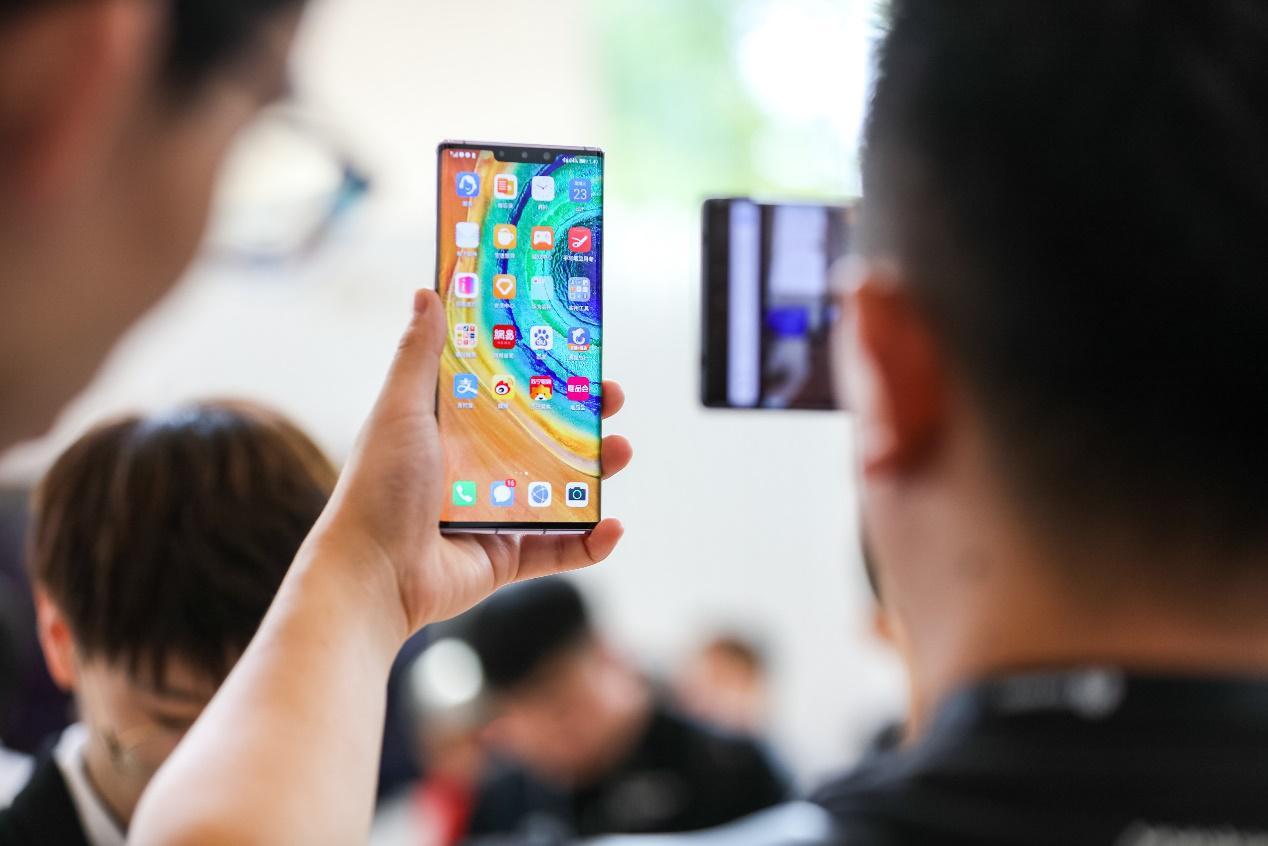 5G商用时代已来!不换卡不换号一部手机轻松上5G