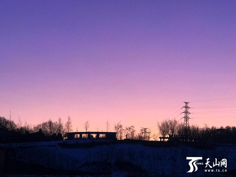 今日(11月21日)北疆有雪来 乌