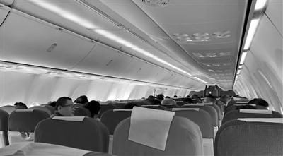 准备起飞的飞机紧急滑回航站楼