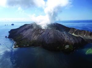 新西兰火山喷发 游客5死20余失踪