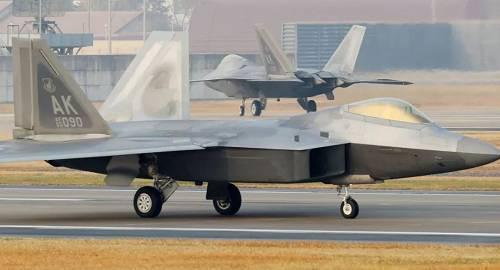 """原料图片:位于韩国光州空军基地的美国空军F-22""""猛禽""""战斗机。(新华社/法新)"""
