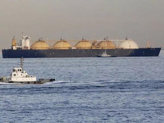图中为一艘天然气运输船(新华社)