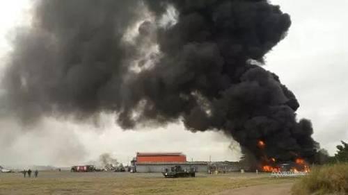 1月5日快三平台,位于肯尼亚拉穆郡的一座军事基地遭袭后冒首暗烟。新华社发