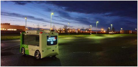 根据双方去年在CES展会上签署的战略合作协议,法雷奥将结合美团的应用场景和无人驾驶技术,为无人配送车辆的研发提供包括但不限于电机、传感器、照明、热管理等关键零部件及相应技术,双方将共同研发最后一公里无人配送解决方案。据介绍,新型配送车每次行程最多可配送17份外卖餐食。