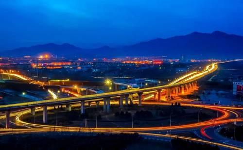 不止于此,怀柔还将迎来【国家地标建设者】――北京城建地产携新项目入驻,开启城市面貌更新进程。