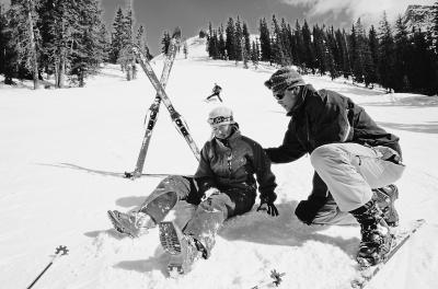 购买保险,如果门票未包含保险,建议滑雪者自行购买滑雪运动意外伤害