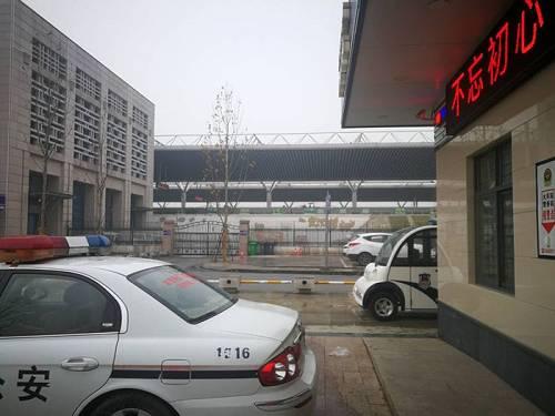 1月23日下午4点,返乡乘客乘动车回乡,由于武汉已封城,这趟列车大多数乘客来自省外。