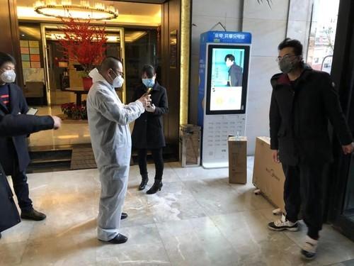 (图:苏宁向上海援汉医疗队施舍的取暖器配送到位)