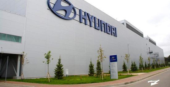 北京时间7日消息,据韩联社报道,现代汽车在韩国的大部分工厂于7日暂停生产,起亚汽车也从10日起停工。