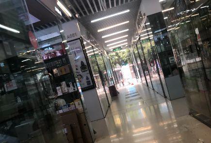 """华强北商家跨界自救,手机、电玩、消毒液的""""杂货铺""""朋友圈亮了"""