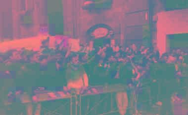 此外,据外媒2月24日报道,由汤姆·克鲁斯主演的《碟中谍7》正本计划在意大利威尼斯拍摄,在2月20日旁边已被媒体发现在城中最先筹备。但现在由于意大利新式冠状肺热疫情暴发,威尼斯地区关闭了大量公共地点,并作废公开运动,其中就包括《碟中谍7》取景的威尼斯狂欢节。