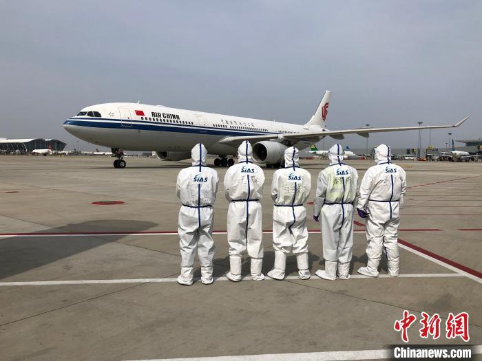 """严防境外输入 上海浦东机场15小时内打造""""迷你口岸"""""""