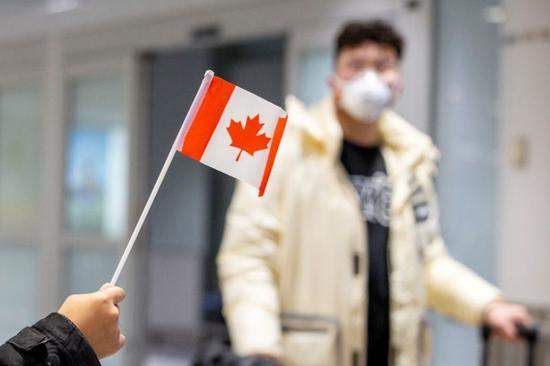 加拿大封国半个月213万人失业