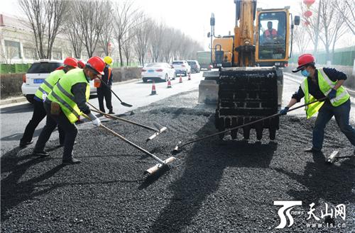 乌鲁木齐多条主干道路开始精细化修补