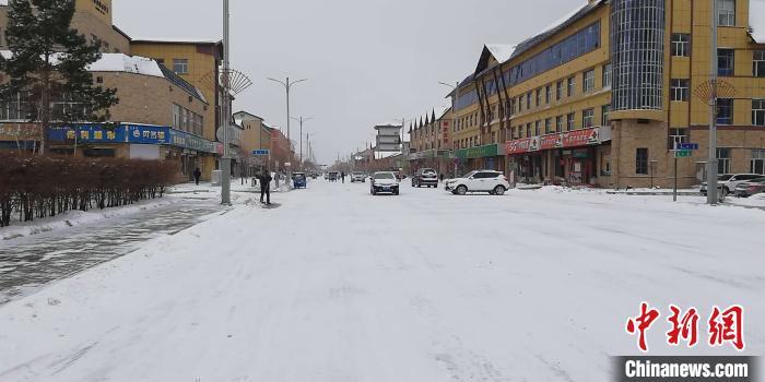 呼伦贝尔多地迎暴雪 网民调侃:下得那么大、那么认真