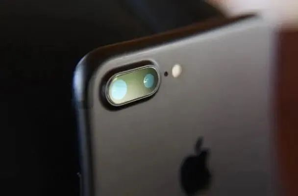 手机照相悦目全靠它,靠华为苹果闷声蓬勃,手握杀器逆势分红25亿阳光在线安卓版下载