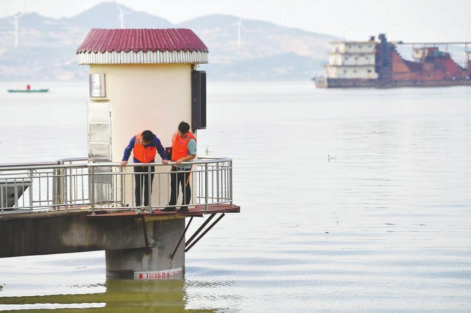 """汛情阶段性度过高峰 鄱阳湖区洪水预警""""由红转橙"""""""