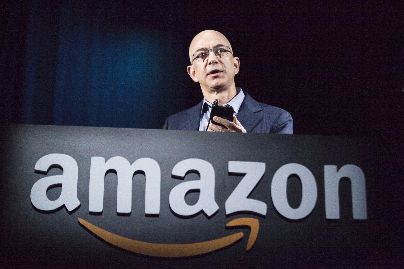 美国400富豪榜出炉,首富还是他!Zoom创始人首次入榜,特朗普财富缩水19%,快跌出榜单...