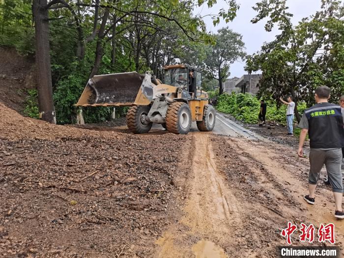 四川泸州遭遇暴雨袭击紧急转移安置800人