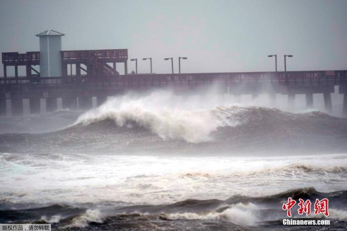 """飓风""""萨莉""""缓慢逼近 美国4个州的州长吁民众警惕"""