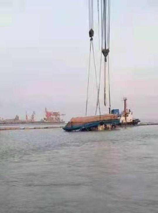 江苏长江口一船只翻扣沉没7人落水,2人遇难1人失踪