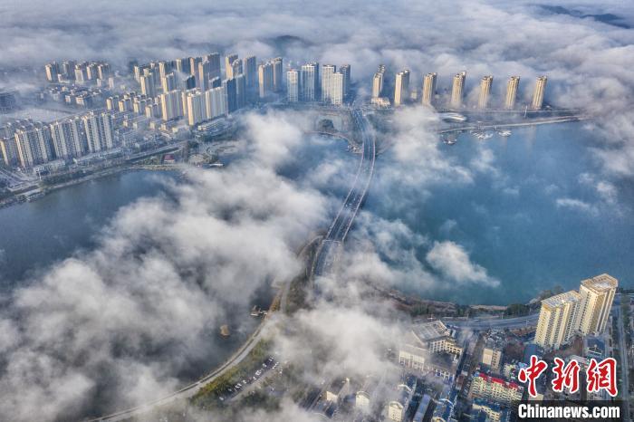 立春节气江西武宁出现大雾 雾海晨光美如幻境